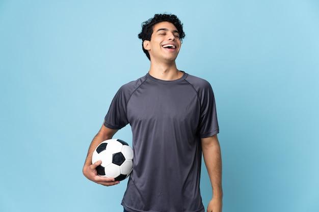 笑っているベネズエラのサッカー選手の男