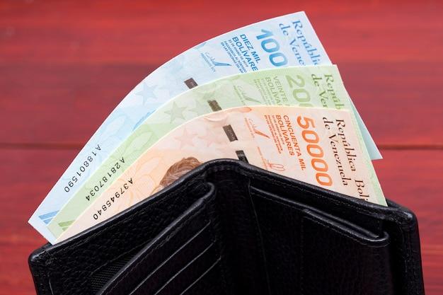 검은 지갑에 베네수엘라 돈