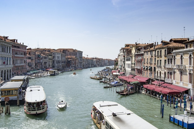 낮에는 베니스 운하. 이탈리아 관광.