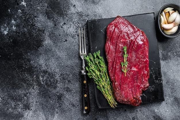 野生の肉を使った鹿肉の生ステーキ。