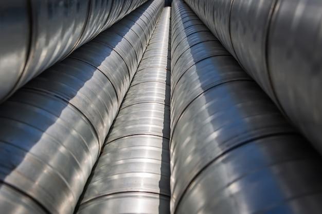 Трубы стальные вентиляционные для строительства воздуховодов на складе крупным планом