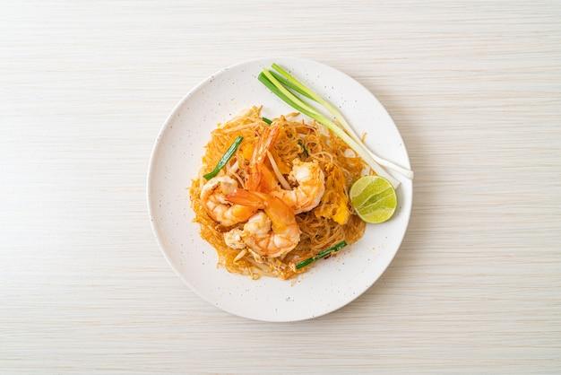 春雨パッタイまたはタイのエビ炒め春雨-タイ料理スタイル