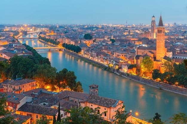 Верона горизонты ночью, италия