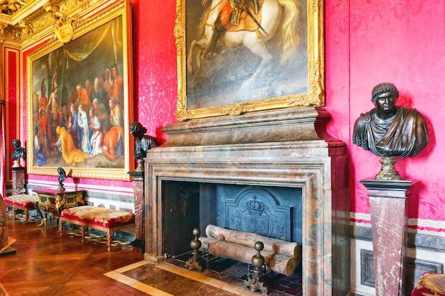 베르사유 프랑스 - 9월 21일 2013년 9월 21일 프랑스 베르사유, 베르사유의 내부 샤토. 베르사유 궁전은 프랑스에서 가장 아름다운 왕궁이자 단어였습니다.