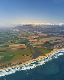 アメリカ合衆国、カリフォルニア州のサリナスバレーの垂直空中写真