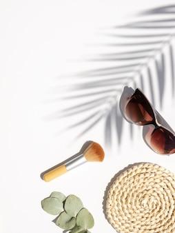Вертикальный косметический стол с тенью пальмы, эвкалипт