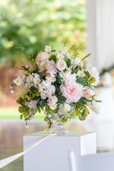 Verticale di un bouquet in un vaso
