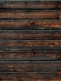 Primo piano verticale di un fondo della parete della plancia di legno