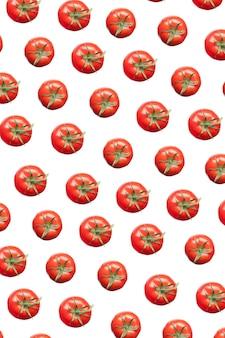 갓 고른 천연 유기농 토마토의 수직 창의적 패턴