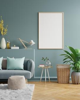 어두운 파란색 벨벳 소파와 거실 인테리어에 빈 어두운 녹색 벽에 세로 프레임. 3d 렌더링