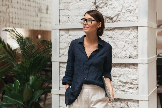 Vertical picture of female manager in eyeglasses