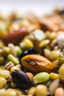 混合豆の垂直選択フォーカスショット