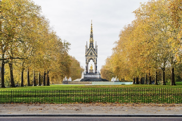 Vertical shot of the monument in st. james park, london