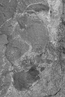 灰色の粗いコンクリート壁の垂直ショット