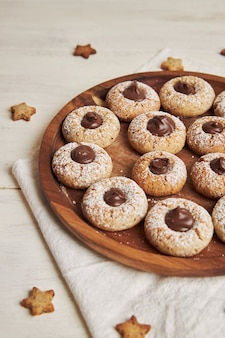 초콜릿 맛있는 크리스마스 쿠키의 세로 샷