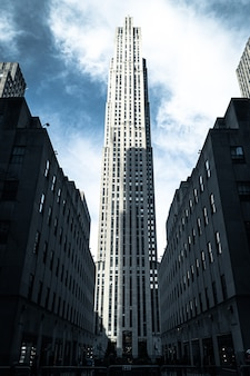 米国ニューヨークのロックフェラーセンターの垂直ショット