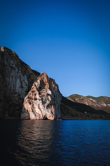 Vertical shot of a sea with cliffs