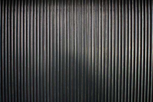 세로 줄무늬 금속 어두운 배경입니다.