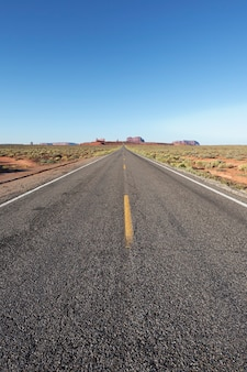 長いアメリカの道路、米国の垂直方向のビュー