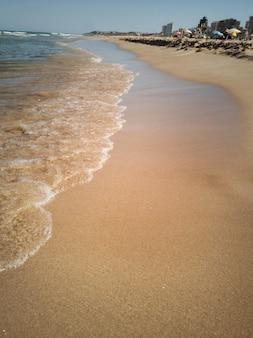 Вертикальный вид на пляж