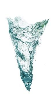 Вертикальный водоворот воды, изолированные на белом фоне