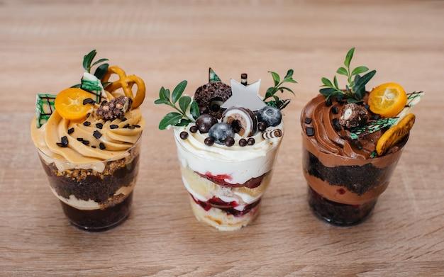 Очень красивые и аппетитные десерты.
