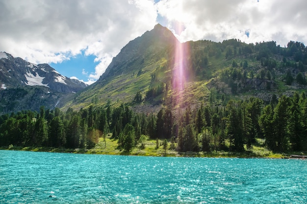 매우 아름다운 산악 호수, 러시아 시베리아 알타이 산맥