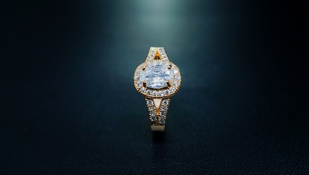 Very luxurious pearl wedding ring