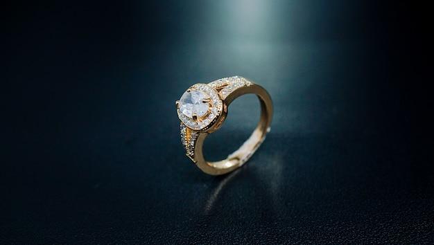 Очень роскошное обручальное кольцо с жемчугом