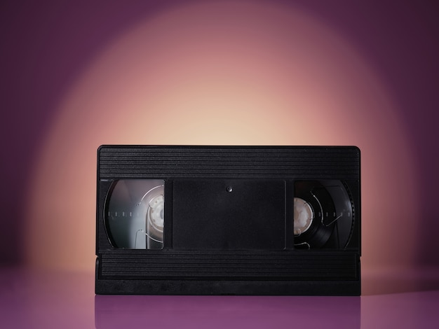 Видеокассета vhs на фоне старинных ретро волны