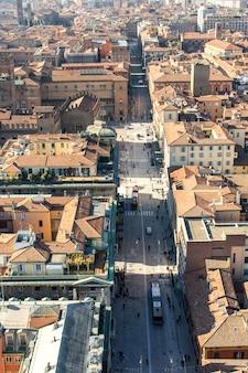 イタリア、ボローニャのインディペンデンツァ経由。上からの眺め。