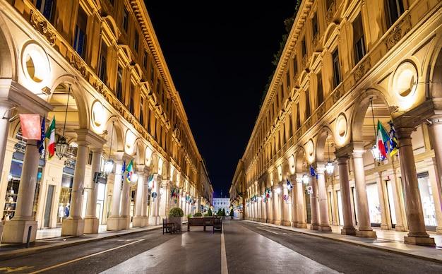 トリノの中心にある通り、ローマ経由-イタリア