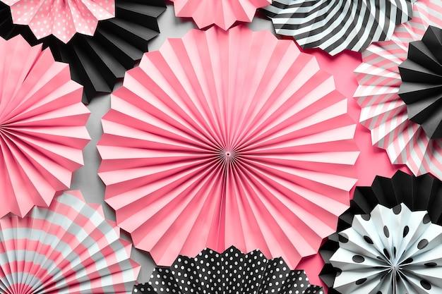 黒、ピンク、白の扇子と鮮やかな背景