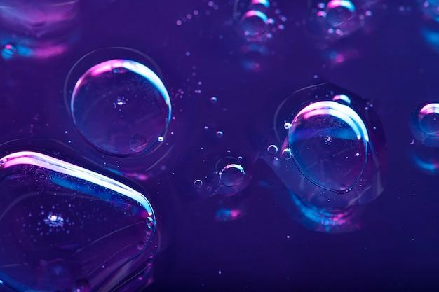 활기찬 네온 보라색 액체 배경