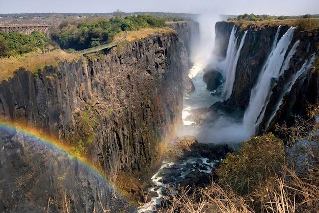 빅토리아 폭포 무지개가있는 일반보기 아프리카 잠비아 짐바브웨