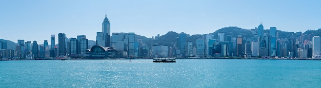 Гавань виктория и остров гонконг, фото сделано из гавани виктория.