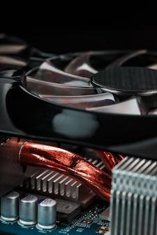 銅パイプを備えたビデオカード冷却システム