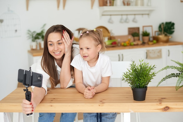 Video communication during quarantine communication with relatives and friends using a smartphone