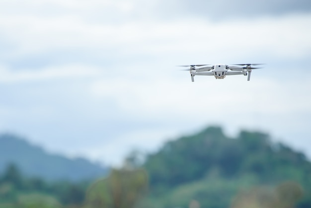 Запись видео на самолете-дроне использование видео-дронов