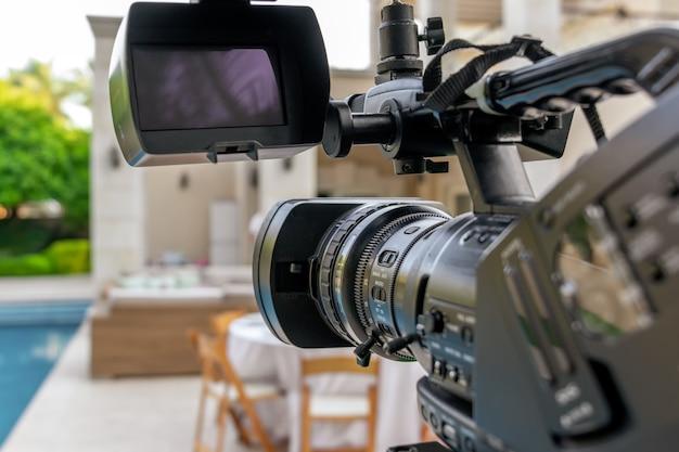 이벤트에서 비디오 촬영. lcd 디스플레이가있는 캠코더.