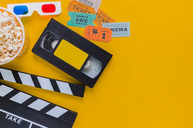 Videotape with clapperboard y popcorns