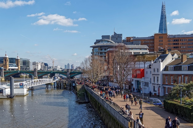 템스 강 남쪽 강변을 따라 런던 시까지 보기