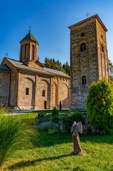 セルビアのバジナバスタ近くの13世紀のラカ修道院での眺め