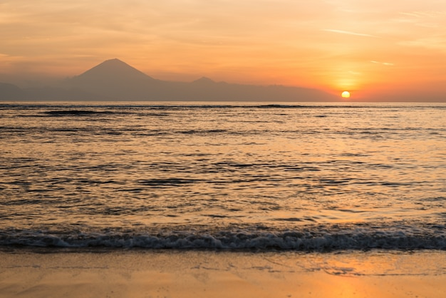 Вид на остров бали на закате