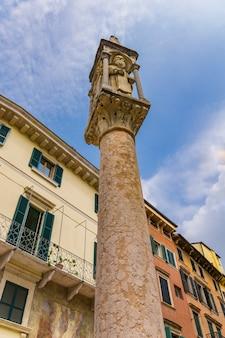 이탈리아 베로나의 중세 신사에서 보기