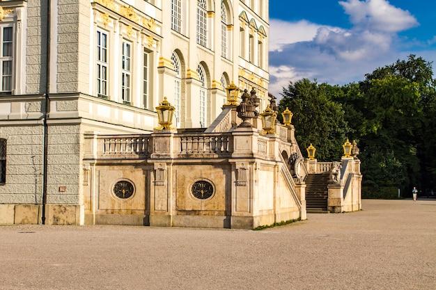 Вид на дворец нимфенбург в мюнхене, германия