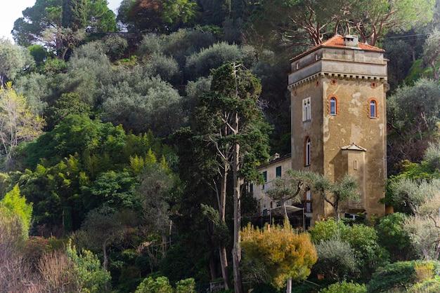 포르토 피노, 이탈리아에서 언덕에 오래 된 타워에서보기