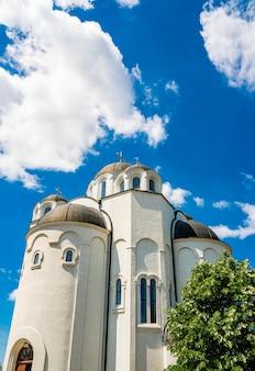 セルビア、ノヴィサド、テレプの正教会で見る