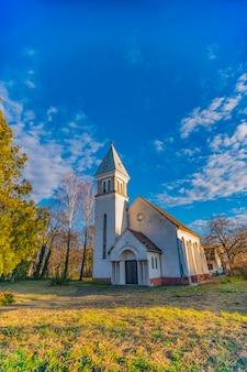 세르비아 노비 사드에있는 개혁 주의자 (칼빈 주의자) 교회에서보기