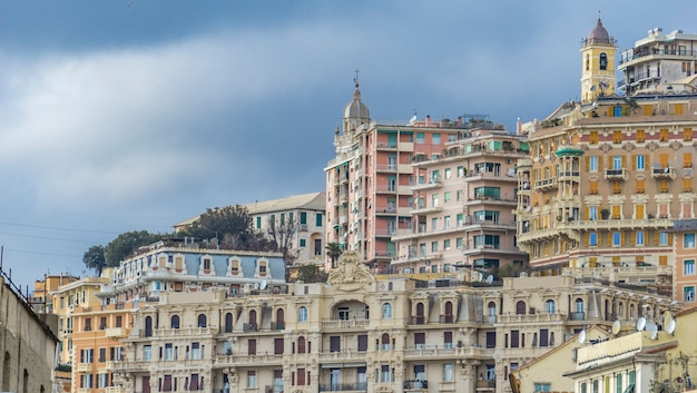イタリア、ジェノヴァの住宅を見る